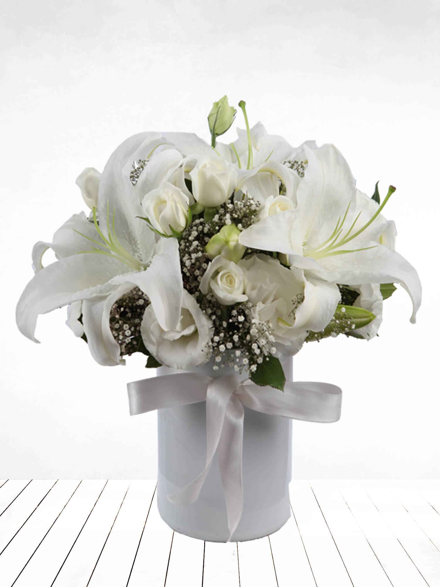 Beyaz Rüya Lilyum ve Güller