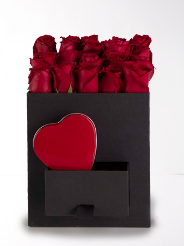 Siyah Kare Kutu Kırmızı Güller ve Kalp Çikolata Kutusu