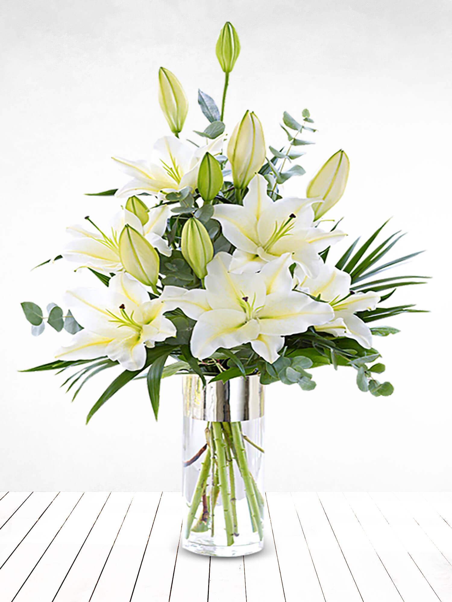 Cam Vazoda Beyaz Sevgi Lilyumlar