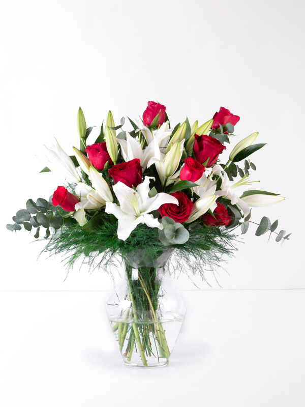 Kırmızı Güller ve Beyaz Lilyum Aranjmanı