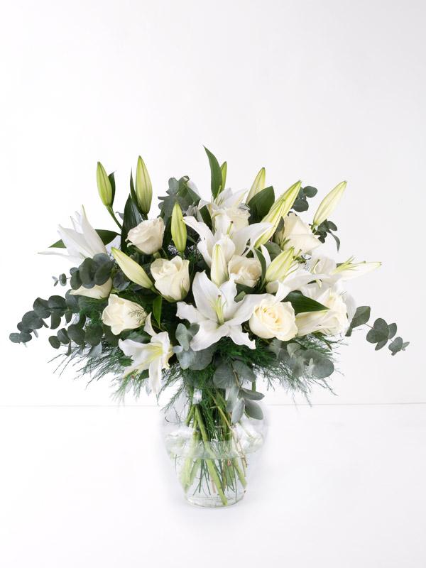 Beyaz Güzellik Lilyum ve Gül