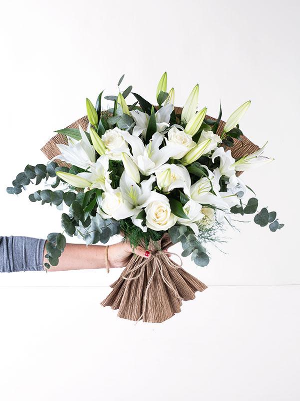 Beyaz Güller ve Lilyumlar El Buketi