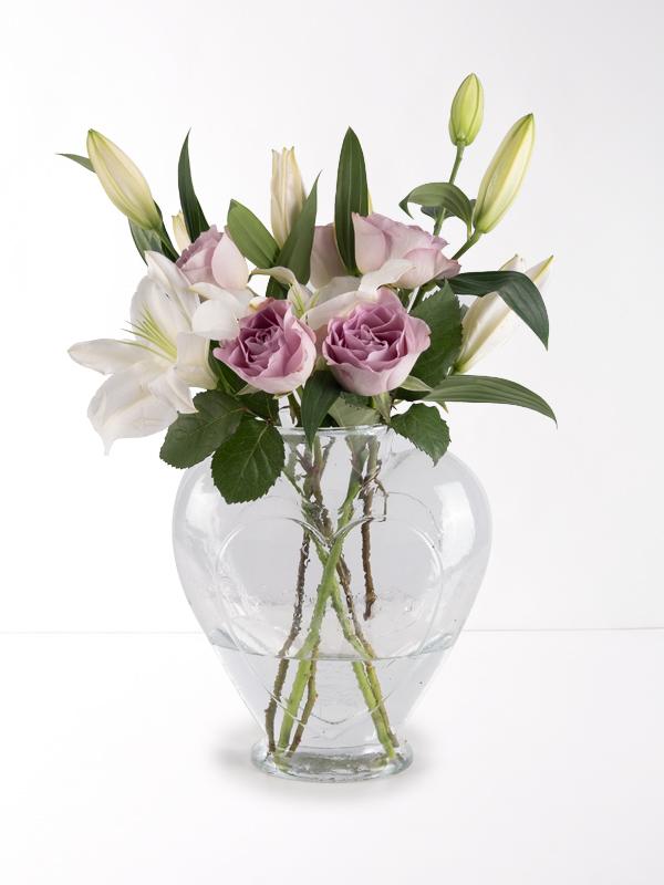 Kalpli Vazoda Lila Gül ve Beyaz Lilyum
