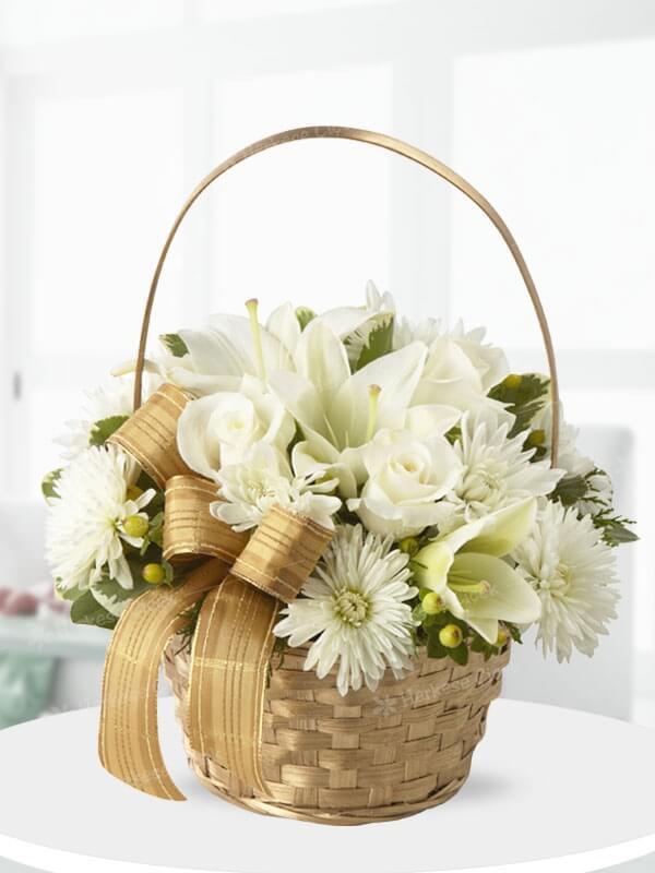 Beyaz Sevgi Çiçek Sepeti