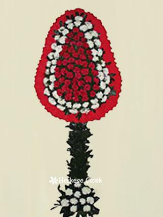 Kırmızı ve Beyaz Karanfiller Ayaklı Sepet