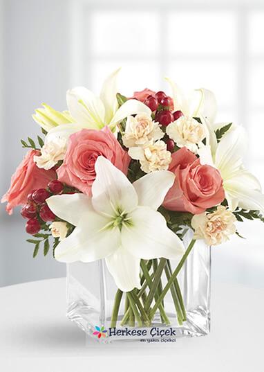 Renkli Peri Güller ve Lilyumlar